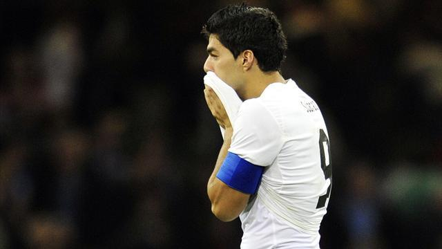 Football - Suarez blasts British fans for 'lack of respect'
