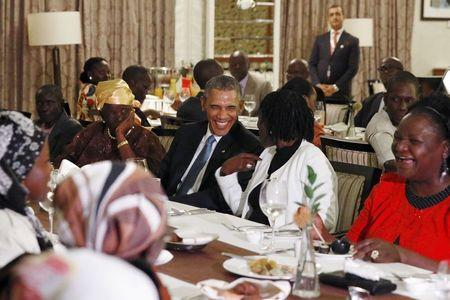 Obama wines and dines with Kenyan family, photos below!