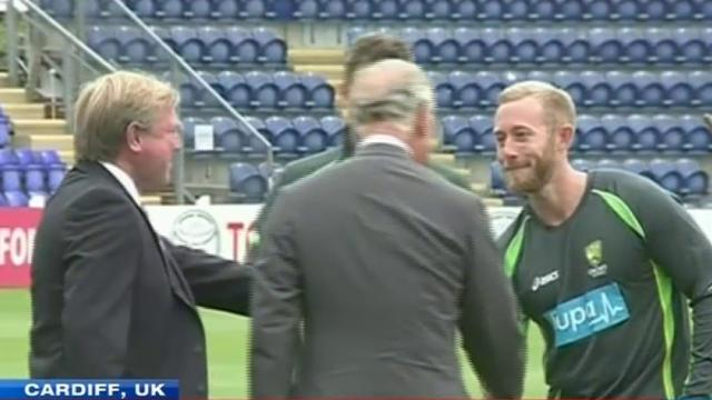 Prince Charles chats up Aussie cricket team