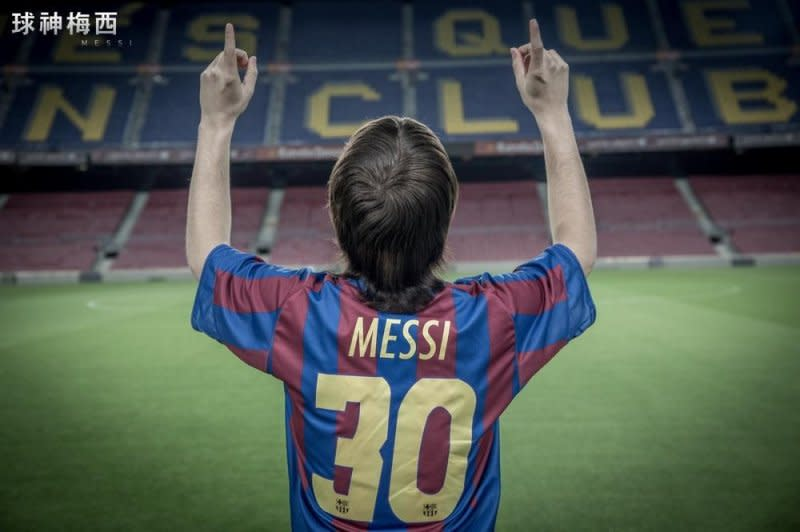 <p>九、阿根廷球星梅西(Lionel Messi),客串《球神梅西》:阿根廷知名足球明星梅西,是當今世界數一數二的頂尖職業足球選手,現為西班牙甲級足球聯賽豪門巴塞隆納的隊長。在2011年和2015年,梅西曾協助巴塞隆納兩度奪得五項冠軍,先後成為該年度的「五冠王」,並在2015年獲頒國際足總金球獎,成為史上首位同時奪下五屆金球獎和世界足球先生的球員。半紀錄式電影《球神梅西》描述了梅西童年罹患了荷爾蒙缺乏症,身高遲遲不見成長,甚至還一度威脅到性命的故事。全片帶領著觀眾抽絲剝繭,並親眼見證梅西是如何一路締造出球壇傳奇。(圖片來源:Yahoo電影) </p>