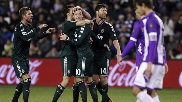 Liga - Brilliant Ozil leads Madrid to victory