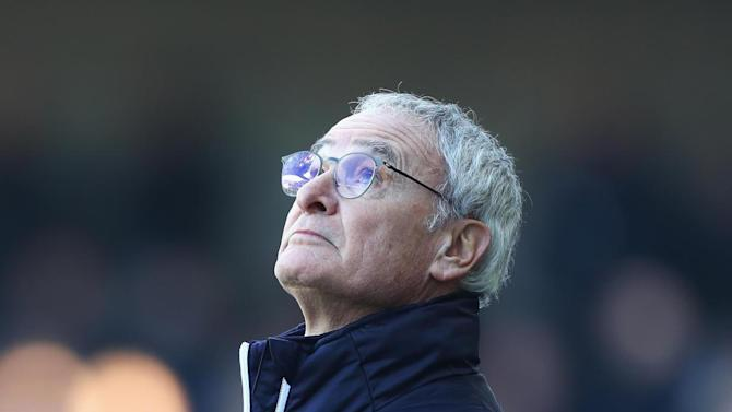 Claudio Ranieri says goodbye to Leicester players after sacking