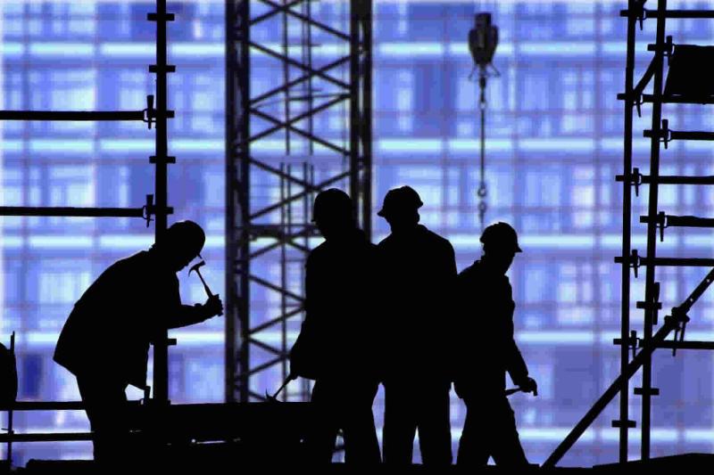 Giovani e donne in crescita di occupazione. Precaria