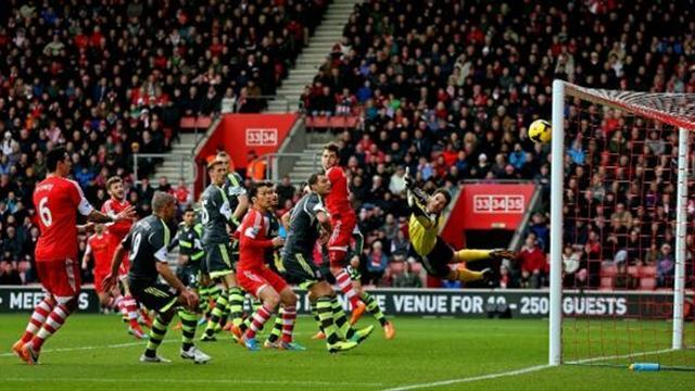 Premier League - Stubborn Stoke claim hard-earned point at Southampton
