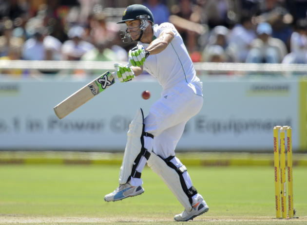 South Africa's Faf du Plessis in action at the wicket during the third day of the third cricket test against South Africa in Cape Town, South Africa, Monday, March 3, 2014. (AP Photo)