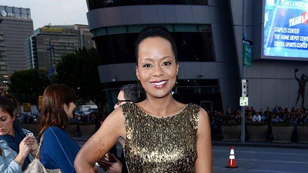 "BEST: Tempestt Bledsoe.  Bledsoe is all that glitters in a form-fitting gold dress. The ""Guys With Kids"" star kept her ensemble balanced with a simple, slicked-back updo and black heels."