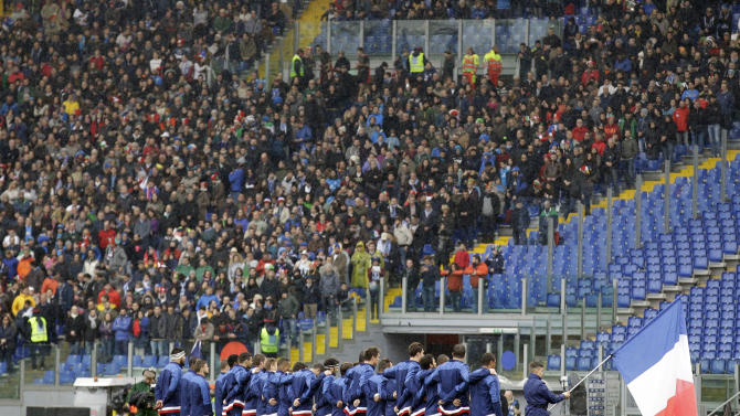 France players observe a minute of silence to honor the French athletes who died following an helicopter crash in Argentina, prior to the start of a Six Nations rugby union match between Italy and France, at Rome's Olympic Stadium, Sunday, March 15, 2015. (AP Photo/Andrew Medichini)