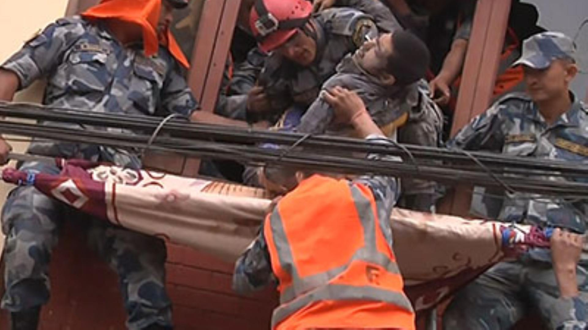 Rescuers struggle to reach many in Nepal quake, fear worst