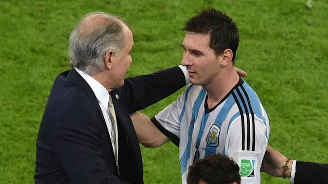 World Cup - Argentina boss Sabella unfazed by Messi criticism