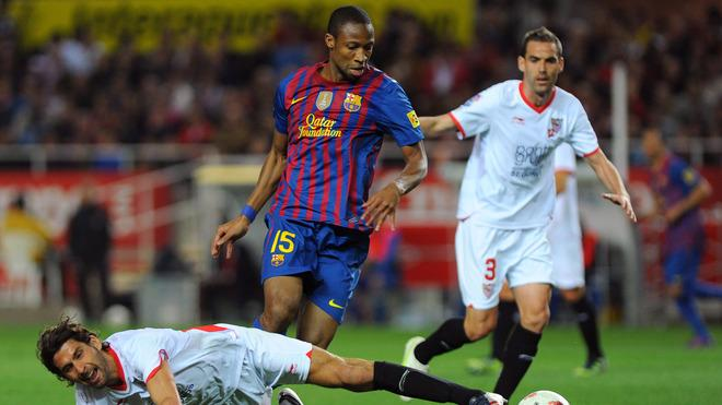 Sevilla's French Defender Julien Escude (L) And Defender Fernando Navarro (R) Vies For The Ball With Barcelona's Malian AFP/Getty Images