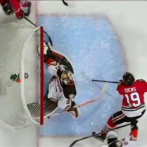 Andersen kicks out the left leg just in time