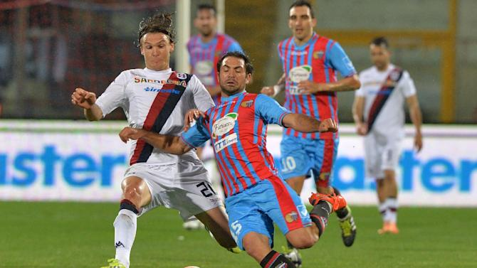 Catania midfielder Fabian Rinaudo, right, of Argentina, challenges for the ball with Cagliari midfielder Albin Ekdal, of Sweden, during the Serie A soccer match between Catania and Cagliari at the Angelo Massimino stadium in Catania, Italy, Saturday, March 8, 2014