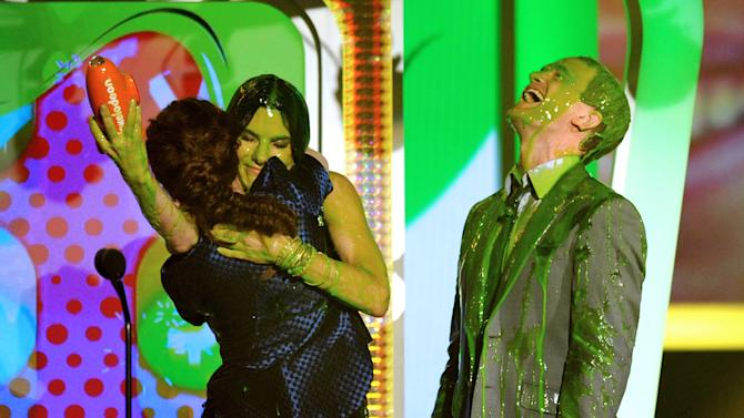 Kristen Stewart, left, is congratulated by Sandra Bullock and Neil Patrick Harris as she accepts the award for favorite movie actress at the 26th annual Nickelodeon's Kids' Choice Awards on Saturday, March 23, 2013, in Los Angeles. (Photo by John Shearer/Invision/AP)
