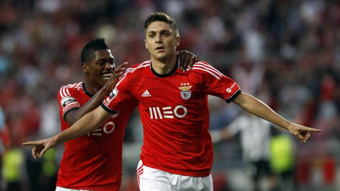 Benfica's Guilherme Siqueira (C) celebrates his goal against Nacional with teammate Ivan Cavaleiro during their Portuguese premier league soccer match at Luz stadium in Lisbon