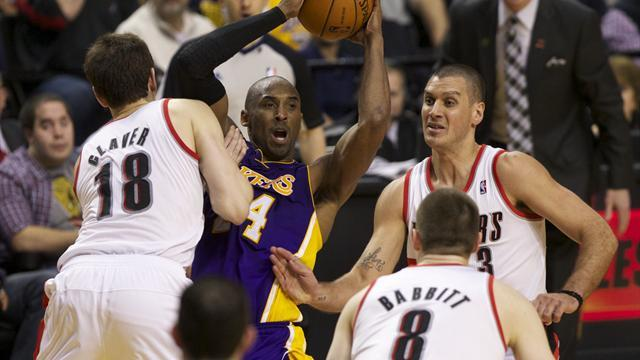 Basketball - Season-high score for Kobe as Lakers stay alive in play-off quest