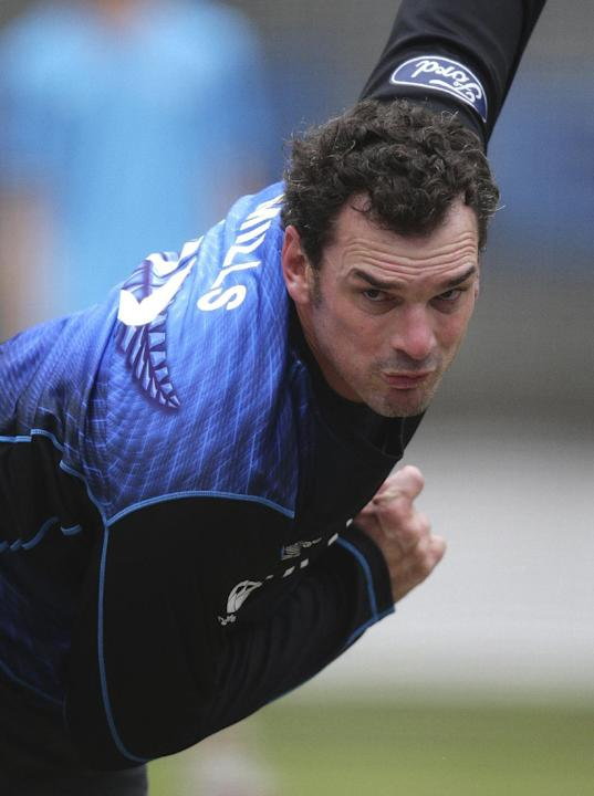 New Zealand's Kyle Mills bowls in the nets during the the Cricket World Cup final in Melbourne, Australia, Saturday, March 28, 2015. New Zealand will tackle Australia  in the Cricket World Cup final S