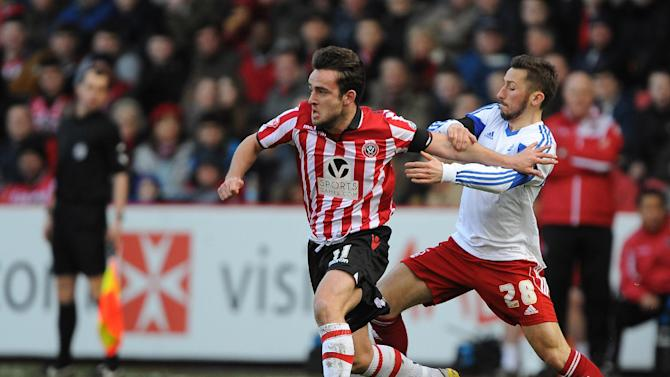 Sheffield United's Jose Baxter (left) and Nottingham Forest's Radoslaw Majewski (right) battle for the ball  during their English FA Cup, fifth round match at Bramall Lane, Sheffield, Sunday Feb. 16, 2014.  (AP Photo / PA )