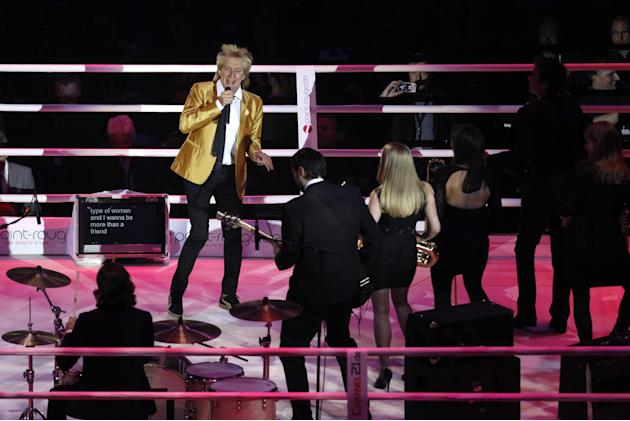 Singer Rod Stewart in the ring before the fight