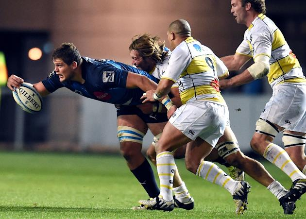 Montpellier's South African lock Paul Willemse (L) is tackled during the French Top14 rugby union match between Montpellier and La Rochelle on November 27, 2015, at the Altrad stadium in Montpelli