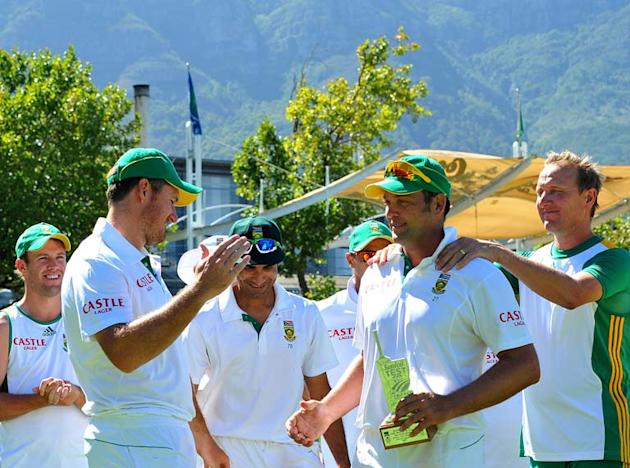 CAPE TOWN, SOUTH AFRICA - JANUARY 06:  Jacques Kallis of South Africa named Man of the Match during day 4 of the 3rd Sunfoil Test match between South Africa and Sri Lanka at Sahara Park Newlands on Ja