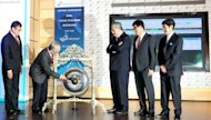 Chairman of IHH Healthcare Abu Bakar Suleiman (2nd, L) hits a gong to mark the company's listing debut at Malaysia Stock Exchange in Kuala Lumpur on July 25, 2012