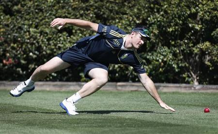 South Africa's captain Graeme Smith attempts to field the ball at Sydney Cricket Ground during a practice session October 31, 2012. REUTERS/Tim Wimborne/Files