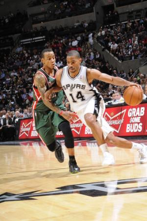 Parker, Neal score 22 in Spurs' win over Bucks