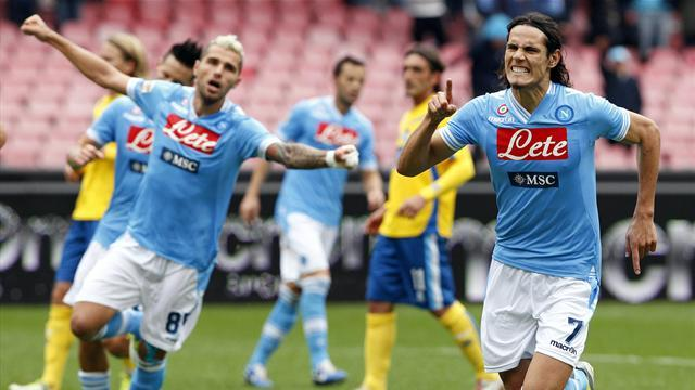 Serie A - Cavani and Inler star as Napoli thrash Pescara