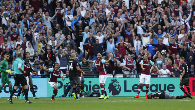 West Ham United players appeals for a penalty