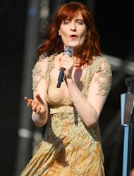 Florence Welch scraps gigs after losing voice