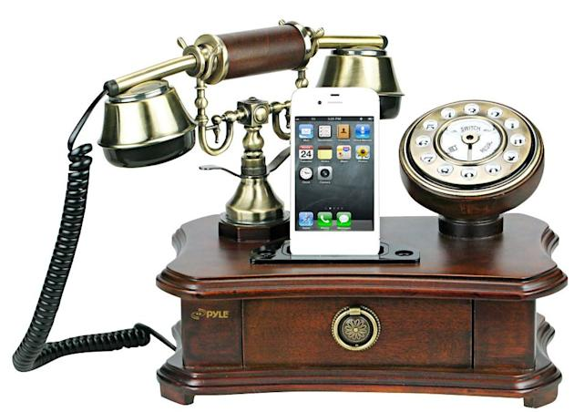 The phone lets users switch between landline and iPhone (Image: Pyle)