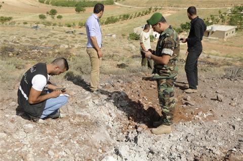 Syria rebels battle Hezbollah in Lebanon