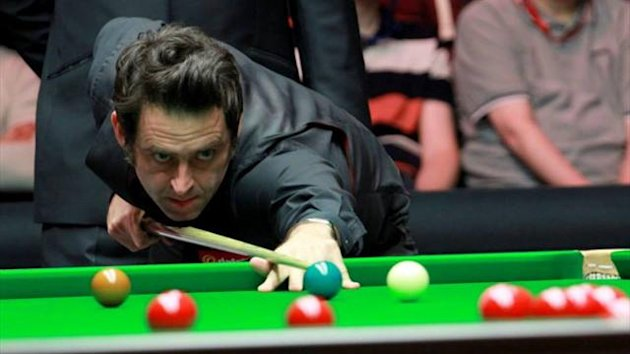 Ronnie O'Sullivan takes a shot during his Masters semi-final (Tai Chengzhe)