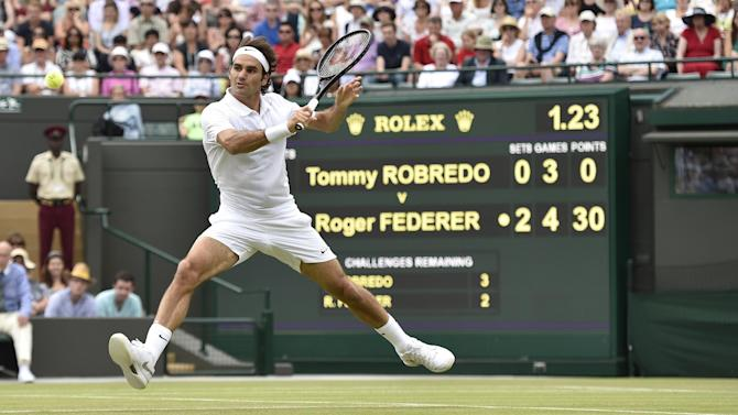 Wimbledon - Federer casts aside Robredo in bid for eighth title