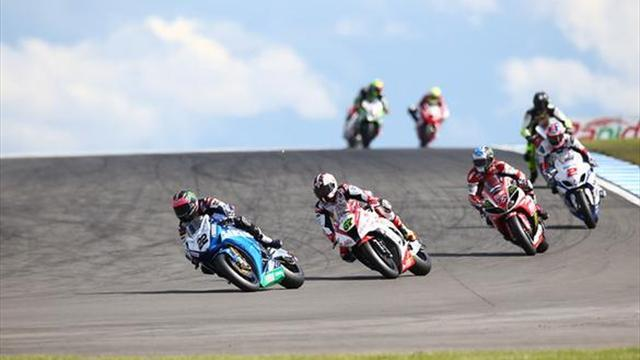Superbikes - Donington BSB: Lowes takes dominant double