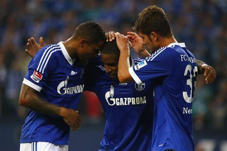 Jefferson Farfan (C) of Schalke 04 celebrates with teammates Kevin Prince Boateng (L) and Roman Neustaedter after scoring a penalty against Bayer Leverkusen during their German first division Bundesliga soccer match in Gelsenkirchen, August 31, 2013. REUTERS/Kai Pfaffenbach