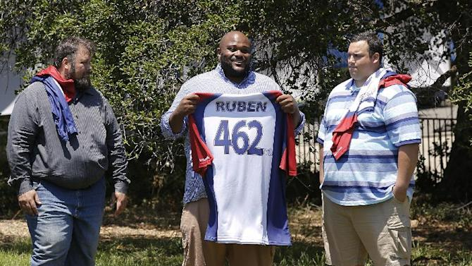 """This image released by NBC shows, from left, David Brown, Ruben Studdard, and Hap Holmstead on """"The Biggest Loser,"""" in Calbasas, Calif. Studdard, the season two winner of """"American Idol"""" is the 15th season's heaviest contestant at 462 pounds. """"The Biggest Loser"""" returns Oct. 8 at 8 p.m on NBC. (AP Photo/NBC, Trae Patton/NBC)"""