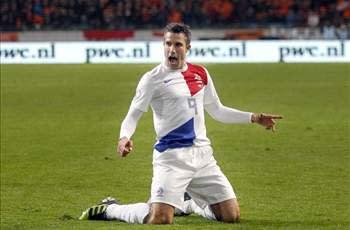 Netherlands 4-0 Romania: Van Persie surpasses Cruyff goal tally in comfortable win