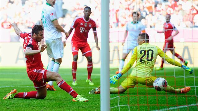 Bundesliga - Bayern crush Bremen to send Real warning