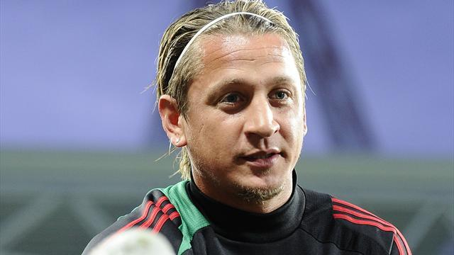 Serie A - Milan star Mexes 'injured by sunbed'