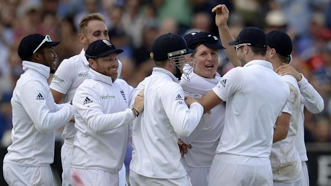 Cricket - Rampant England seal series in style as India collapse