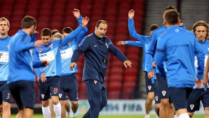 Croatia's manager Igor Stimac, centre, watches his squad during a team training session at Hampden Park, Glasgow, Scotland, Monday Oct. 14, 2013. Croatia face Scotland in a World Cup qualifying Group A  soccer match on Tuesday