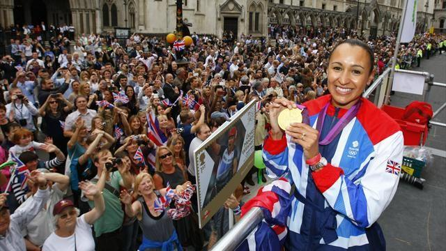 Fans flock to London 2012 victory parade