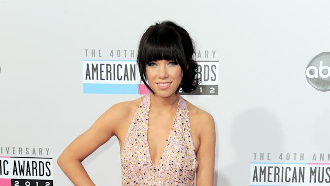 Carly Rae Jepsen arrives at the 40th Anniversary American Music Awards on Sunday Nov. 18, 2012, in Los Angeles. (Photo by Jordan Strauss/Invision/AP)
