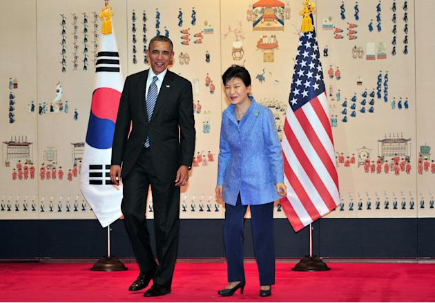 U.S. President Barack Obama, left, and South Korean President Park Geun-hye, right, pose for a photo during their meeting at the presidential Blue House in Seoul Friday, April 25, 2014. President Obam