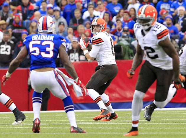 Cleveland Browns quarterback Brian Hoyer, center, looks to pass to wide receiver Josh Gordon, right, during the first half of an NFL football game against the Buffalo Bills, Sunday, Nov. 30, 2014, in