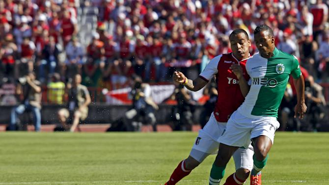 Sporting's Nani (R) fights for the ball with Braga's Felipe Pardo during their Portuguese Cup final soccer match at the National stadium in Lisbon