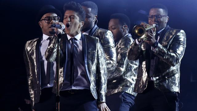 American Football - Bruno Mars gives high-wattage halftime act at Super Bowl