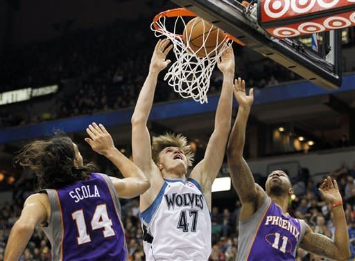 Wolves hand Suns 5th straight loss, 111-107