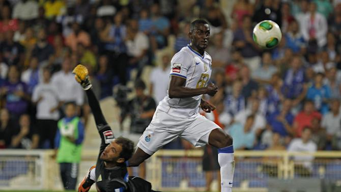 Porto's Jackson Martinez, from Colombia, scores past Estoril's goalkeeper Vagner Silva, left, from Brazil, his side's second goal during their Portuguese league soccer match at the Antonio Coimbra da Mota stadium in Estoril, near Lisbon, Sunday, Sept. 22, 2013